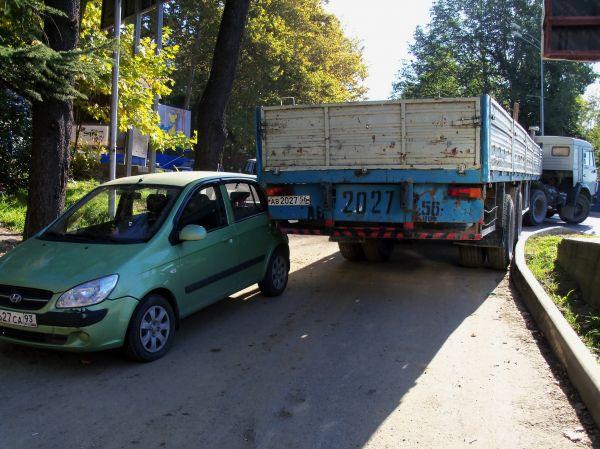 Карикатура: Девушки Сочи. Бойтесь водилу из Оренбурга. У него такой длинный, обязательно трахнет!, Владимир Масалов