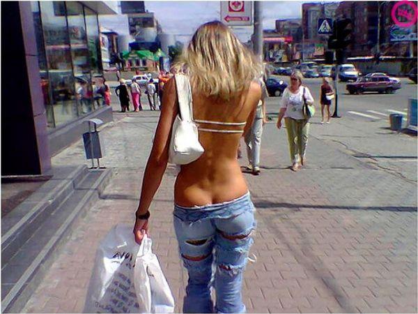Мем: Наболело.. Каждый день вижу людей, спокойно  идущих по левой стороне тротуара. Эти британские шпионы совсем обнаглели., Evgeny Buratino