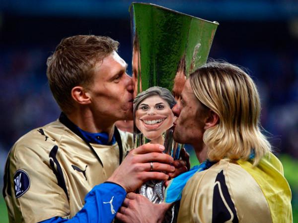 Мем: Целоваться с некурящей девушкой — всё  равно, что облизывать спортивный кубок..., Evgeny Buratino