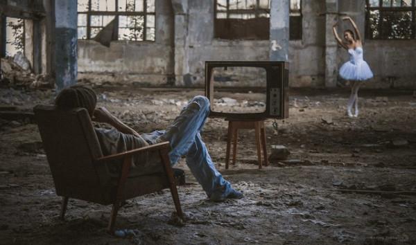 """Мем: Кода невтерпеж посмотреть """"Лебединое озеро"""" по телевизору., Дед Макар"""