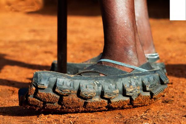 Мем: Население Африки растет потому,  что вся резина уходит на сандали...