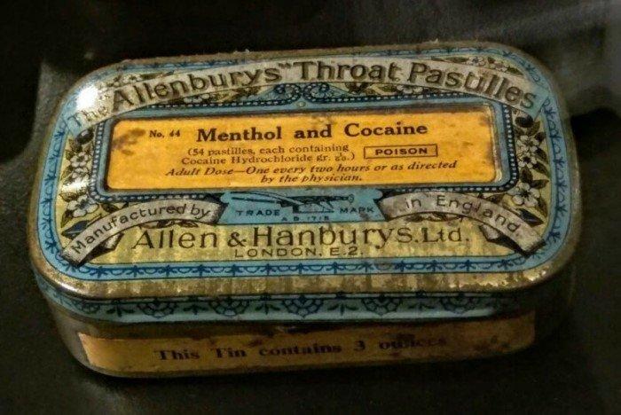 Мем: (Дела давно минувших дней). Кокаин с ментолом - от кашля. Написано: 1 пастилку каждые 2 часа. Хорошее лекарство.
