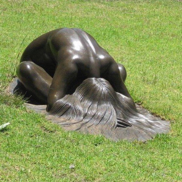 Мем: : Статуя «Девушка, отдыхающая на траве», vfnfljh