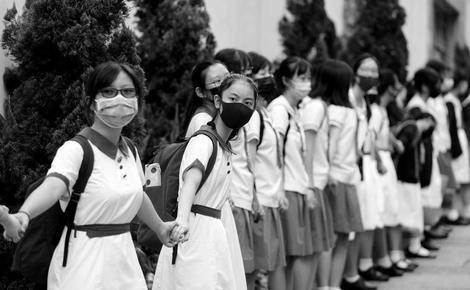 """Мем: гонконгские старшеклассники участвуют в протестах. Так что не надо: """"А вот в Китае..."""", авиамоделист Гагарин"""