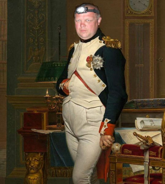Мем: Буонапартий собирается на ночную рыбалку., Гексоген