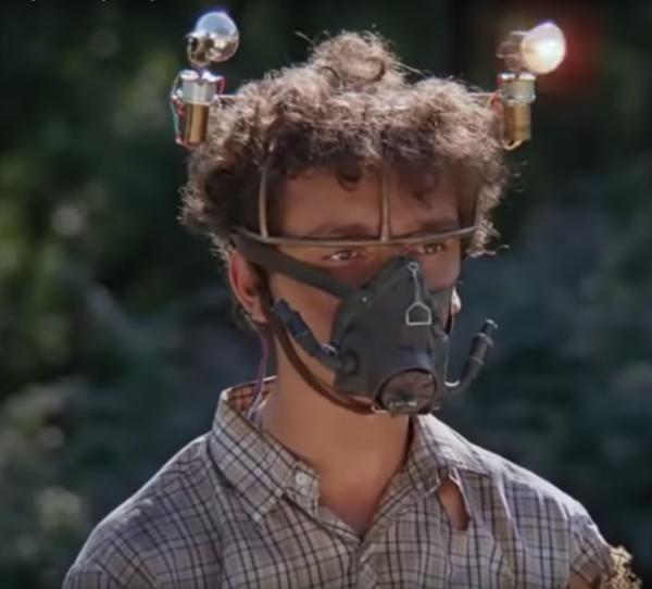 Мем: Сейчас я маску сниму и надышу вам тут