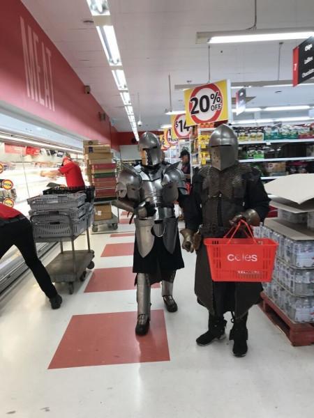 Мем: В супермаркет сейчас ходят разные персонажи, Jethro