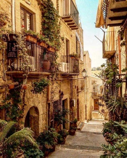 Мем: Уютные улочки Италии, Гексоген