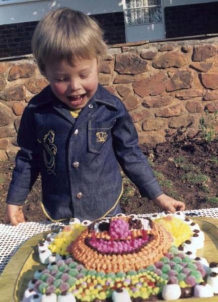 Мем: Просто маленький мальчик из ЮАР, Дед Макар