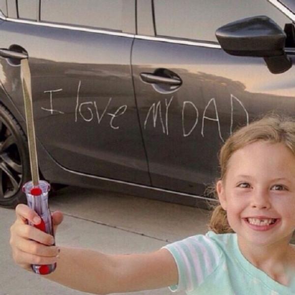 Мем: Я люблю папу!, MomusLA