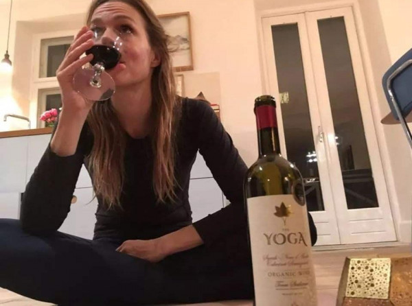Мем: Йога очень эффективна, чтобы расслабиться, Cryptoshka