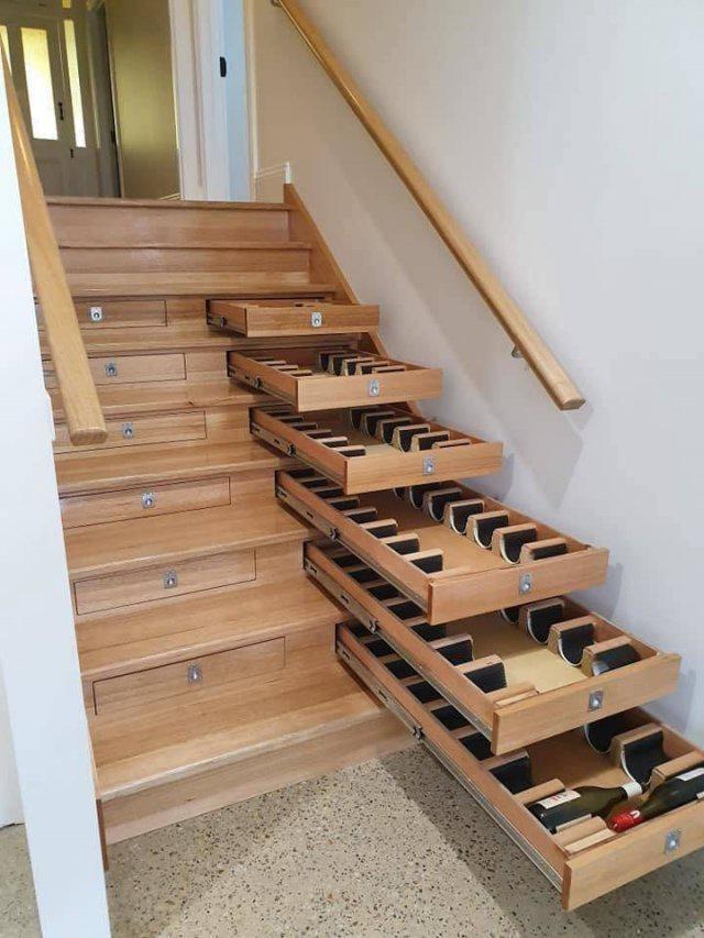 Мем: Лестница с ящиками для вина
