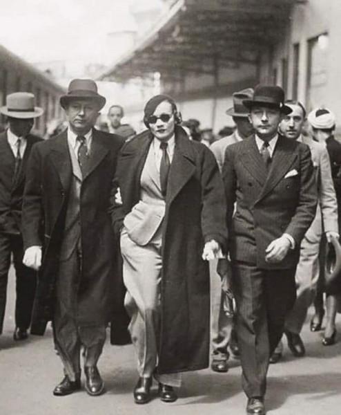 Мем: Марлен Дитрих арестована за нарушение запрета на ношение брюк женщинам в Париже в 1933 году., Интроверт