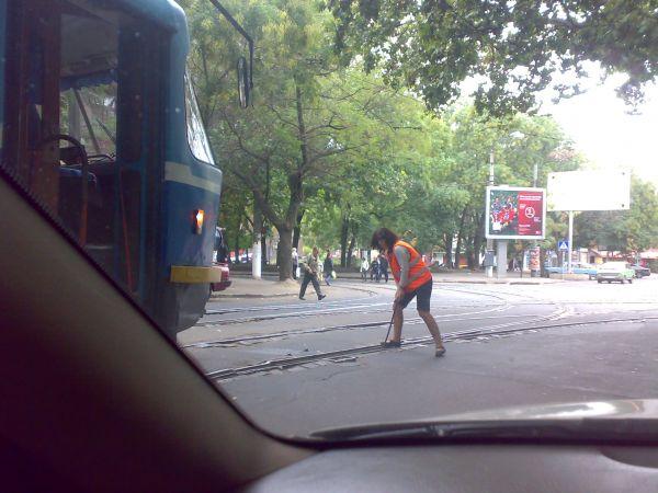 Карикатура: так переводят стрелки в Одессе, ккк